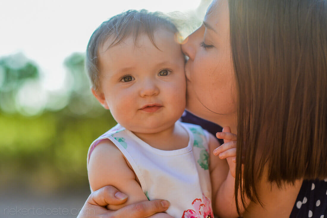 Mom kissing girl