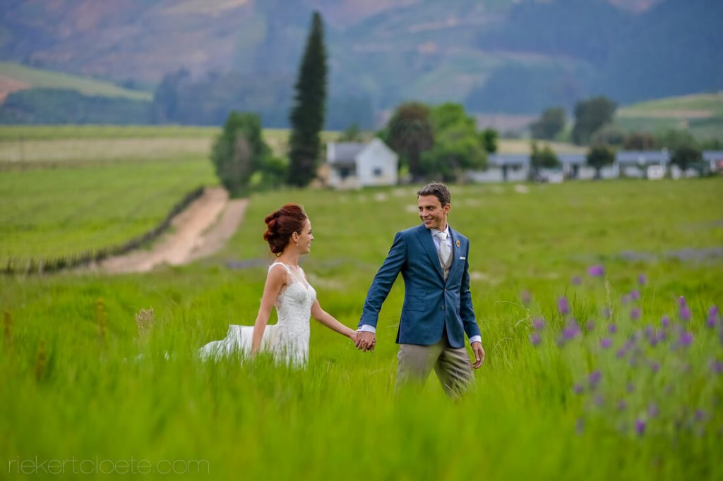 Couple in Field at vrede and Lust